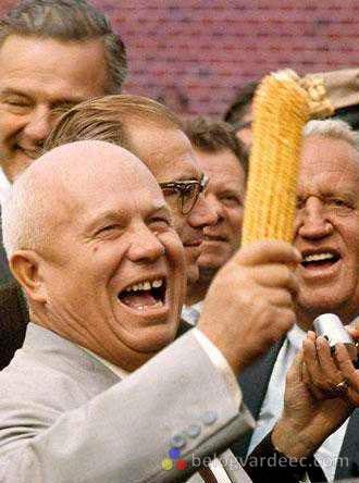 Никита Сергеевич Хрущев в припадке кукурузной радости.