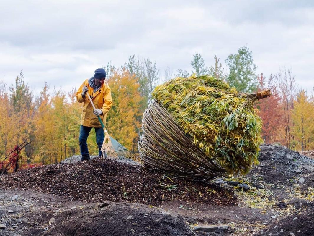 L'oeuvre Terre d'accueil du couple d'artiste Melsa Montagne et Nicolas Des Ormeaux lors du landart création-sur-le-champ