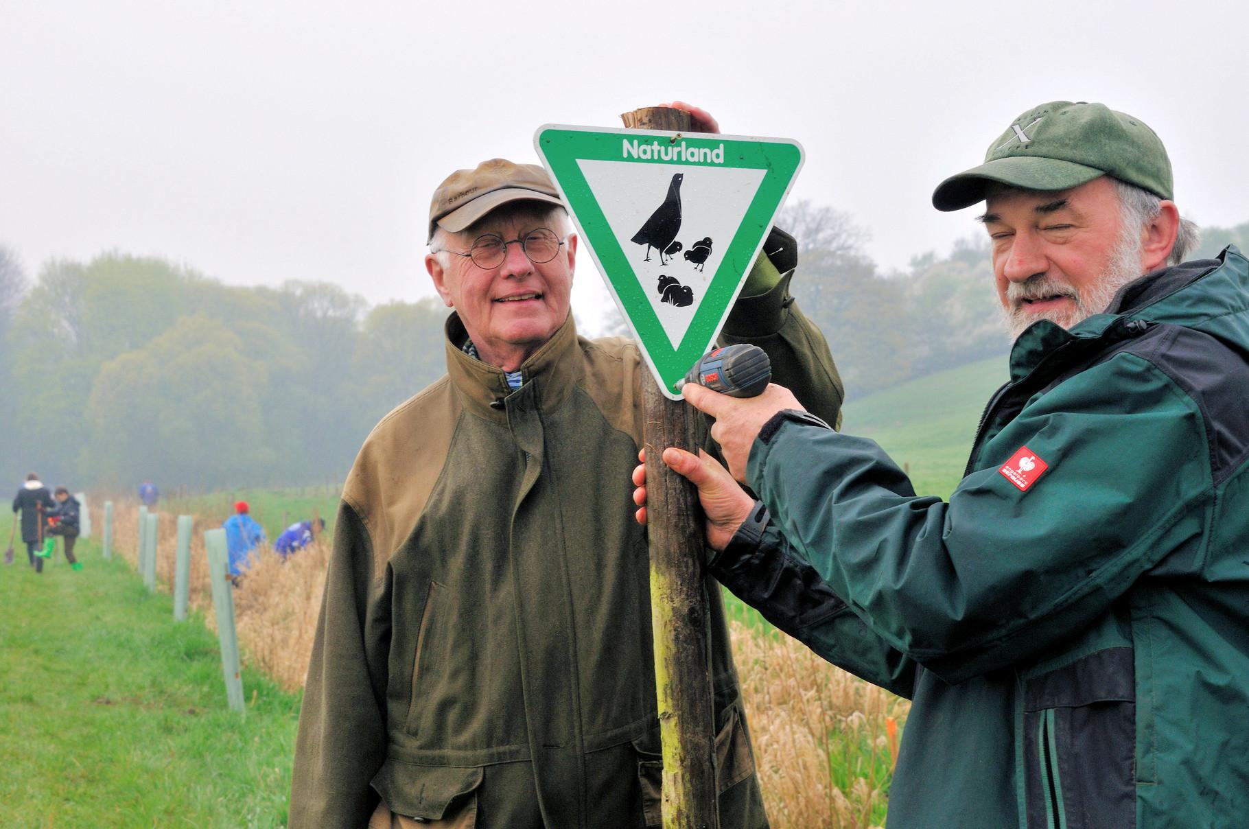 Bepflanzung von Roterlen am Jossoller Reiskirchen , Initiative von Dr. Heinrich Steinmetz