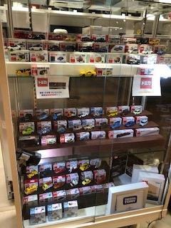 ワンスタイル札幌PARCO店のトミカの展示の一部
