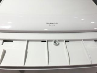 SHARPの冷蔵庫の天板部分の中