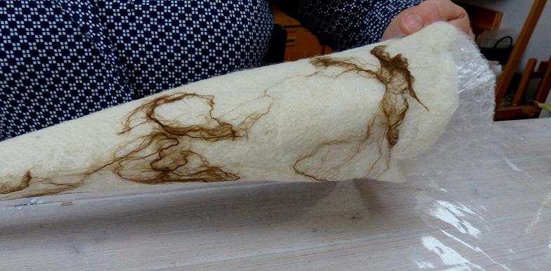 Maulbeerseide in braun und weiß, tolle Struktur entsteht