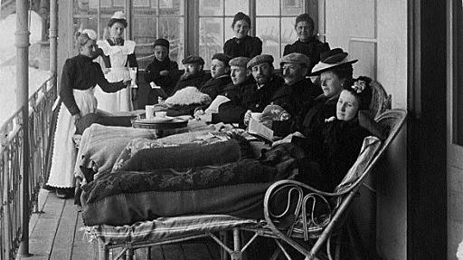 Liegekur auf der Terrasse der Villa Pravenda, Davos ca. 1900