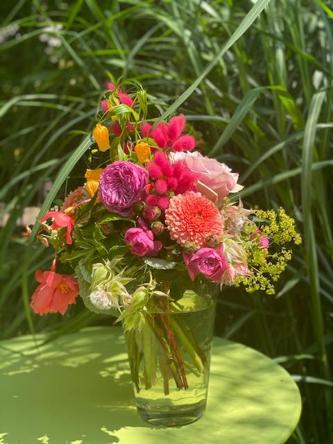 2 - Summer Feeling -  frech und lustig in knalligen Farben 25 - 30 €, Vase 10 €