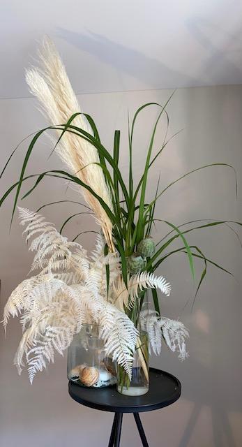 6 - Leichte Brise - frische Gräser kombiniert mit haltbaren weißen Pampas-Gräsern und Blättern