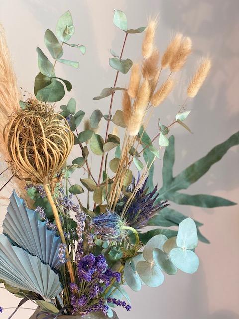 14 - Boho - verschiedene Trockenblumen zu einem haltbaren Strauß gebunden