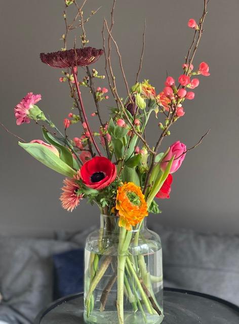 6  Überraschung: Blüten gemischt mit Vase 35 €