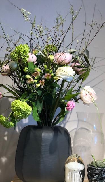 Wild Spring 40 € , Vase geschliffenes Glas 70 €