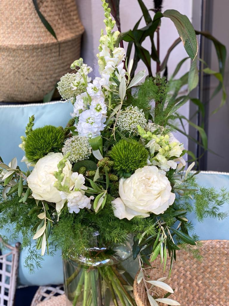 7 - White Summer ab 30 €, Vase 14 €