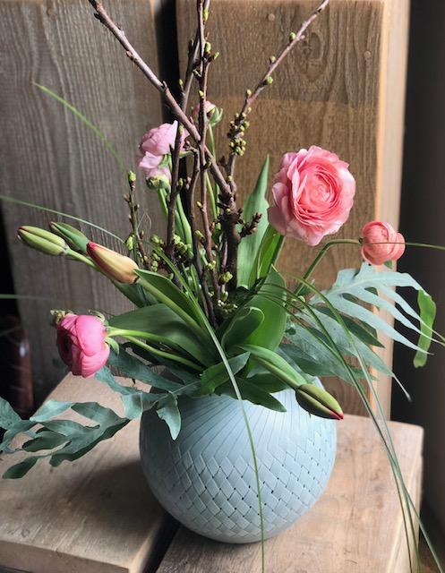 Ein Frühlingsstrauß als Blumengruß hebt die Stimmung