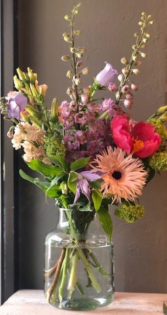Lass es blühen! Saisonale Blüten mit Vase 30 €