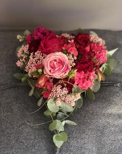 10 - Liebesherz ca. 20 cm mit roten Rosen, ab 30 €