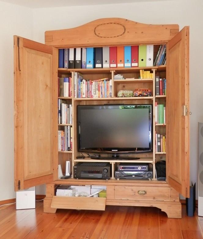 TV-Schrank geöffnet