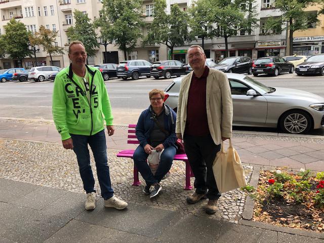 Herr Janischowski und Frau Lisius mit Wolfgang Jarnot (rechts, 1. Vorsitzender der Kaiserdamm IG) ©Kaiserdamm IG