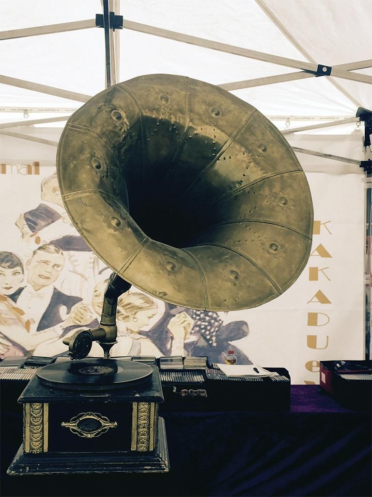 Aktionen auf der Straße: Verein Kakadu mit Musik aus den 1920er Jahren
