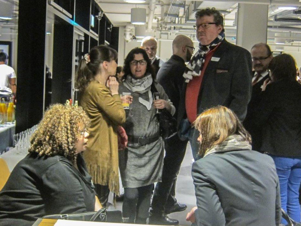 Frau Saleh-Zaki, Wirtschaftsförderung Charlottenburg-Wilmersdorf im Gespräch mit Gästen des Neujahrsempfangs