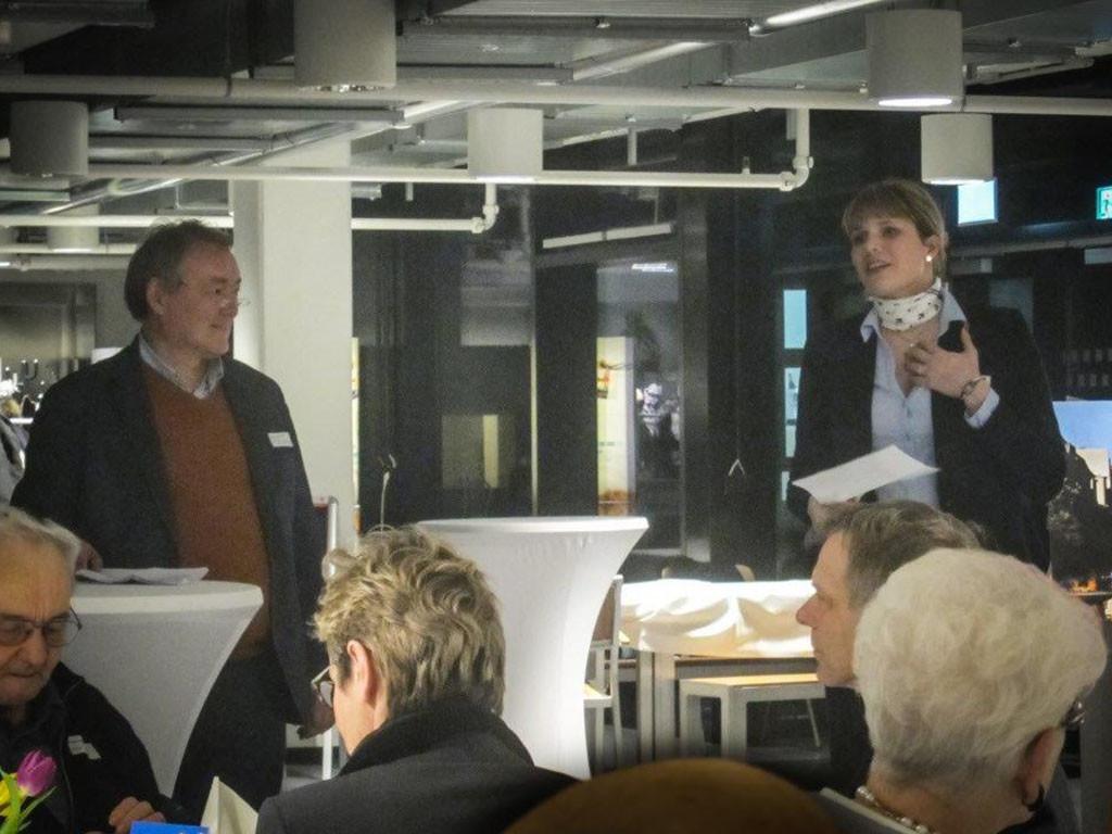 Frau Bock, BMW Niederlassung am Kaiserdamm und Herr Jarnot, 1. Vorsitzender der Kaiserdamm IG, Eröffnungsrede