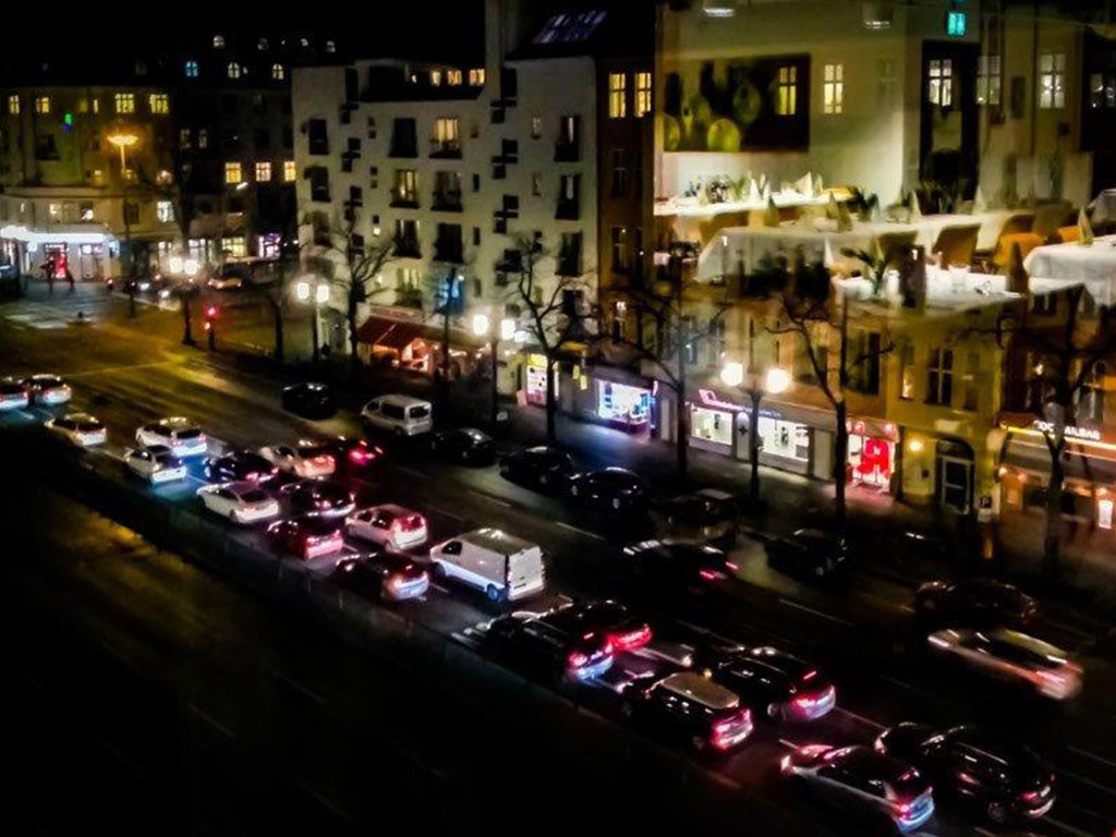 Blick aus dem Fenster der BMW-Niederlassung am Kaiserdamm zum Funkturm