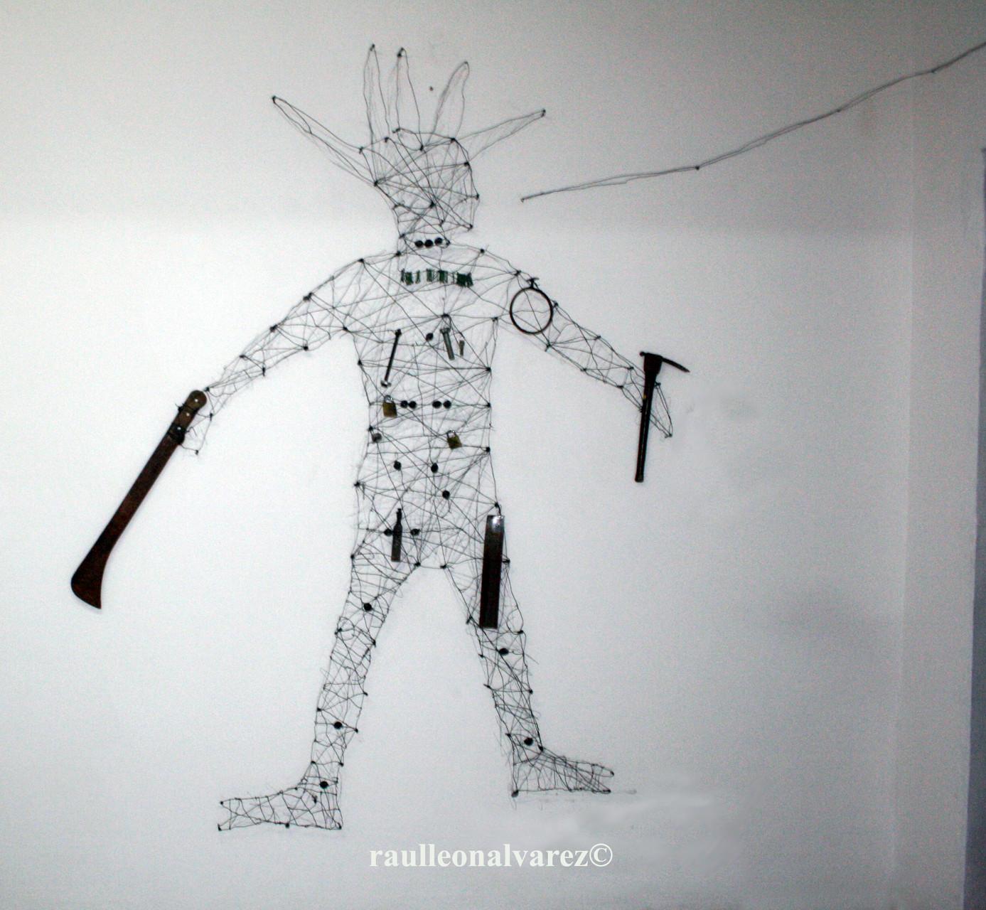 Titel: Ogun  Mått: olika mått. Teknik: installationen med återvunnen metall (detalj)