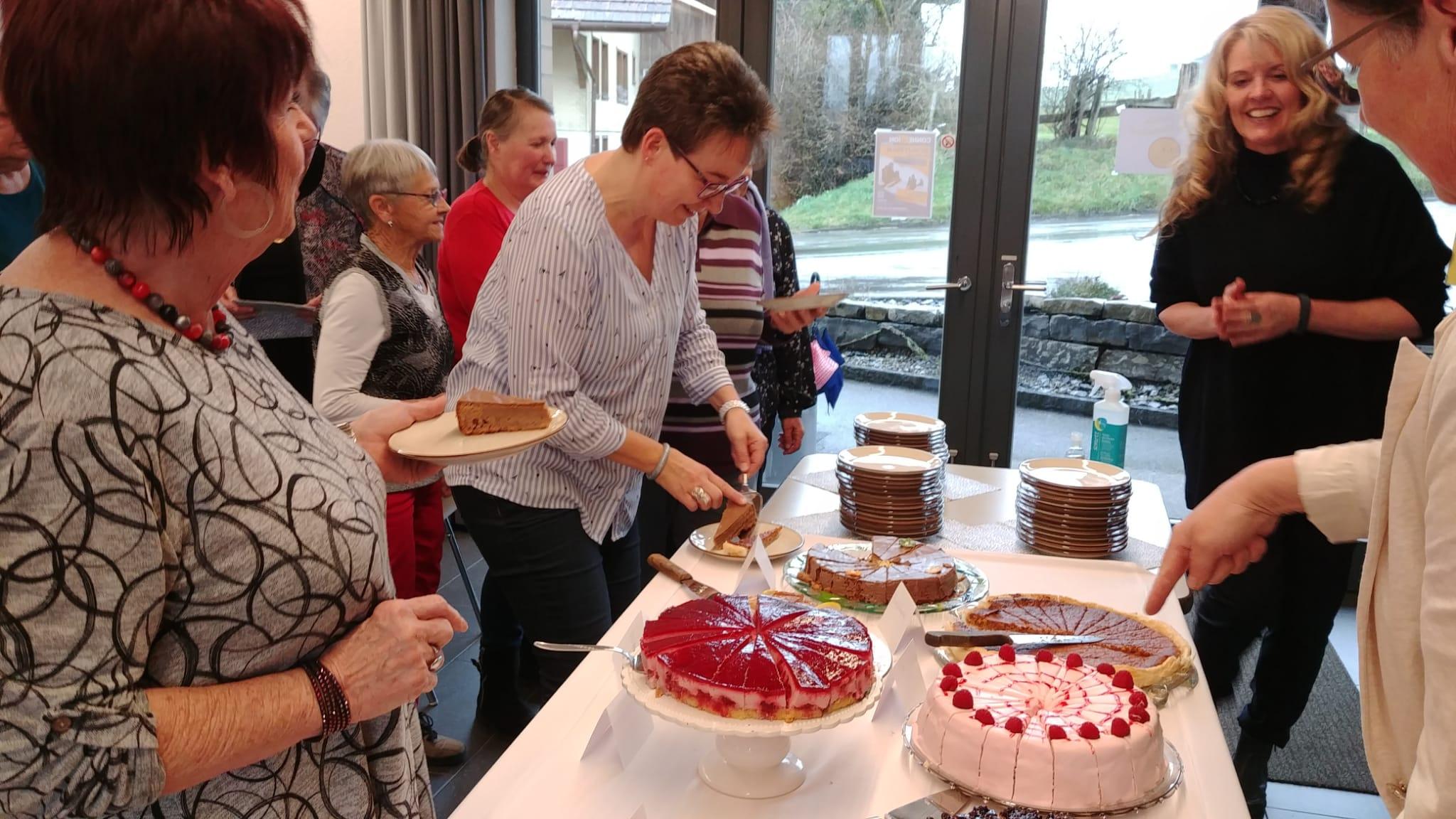 auch dieses Jahr hat der Vorstand ein feines Dessertbuffet vorbereitet
