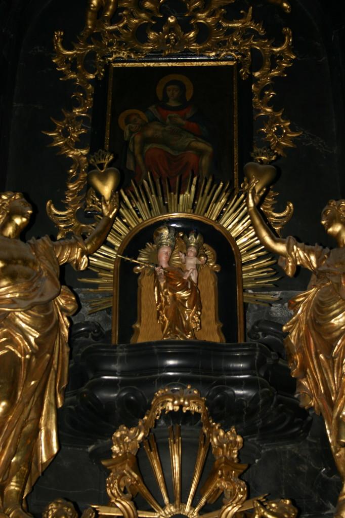 Die wundertätige Madonna, 1614 aus Prag beschafft, kam 1801 in die Pfarrkirche St. Veit