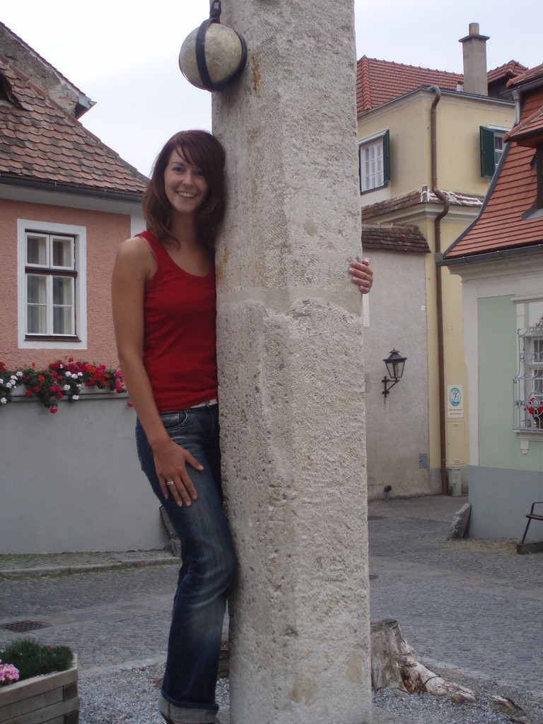 Unter dem Pranger in Dürnstein befindet sich der alte Dorfbrunnen.