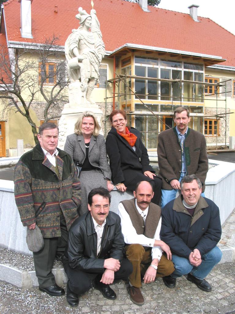 Die Albrechtsberger Dorferneuerung restauriert den Florianibrunnen beim Gemeindeamt.