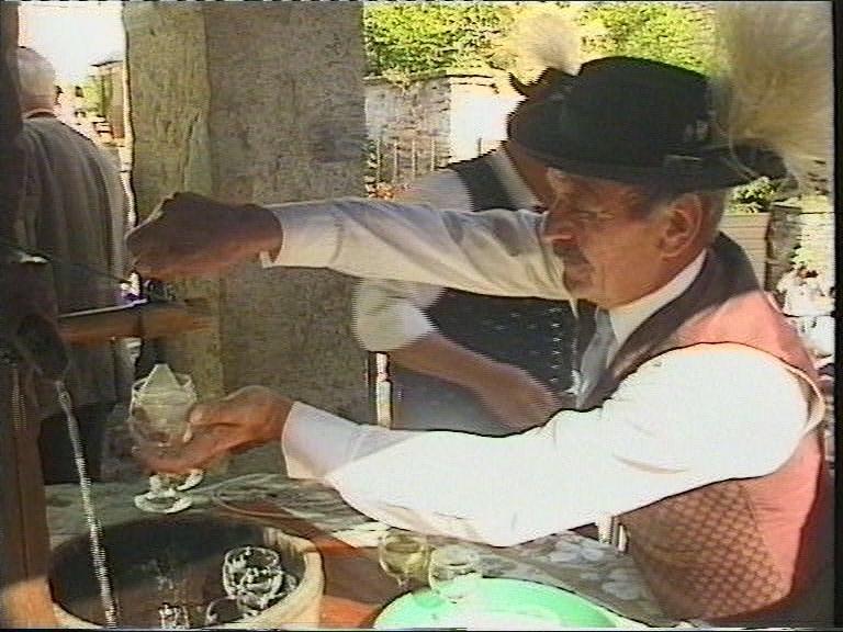 ...bei dem an Festtagen mitunter auch Wein aus dem Wasserhahn fließt.
