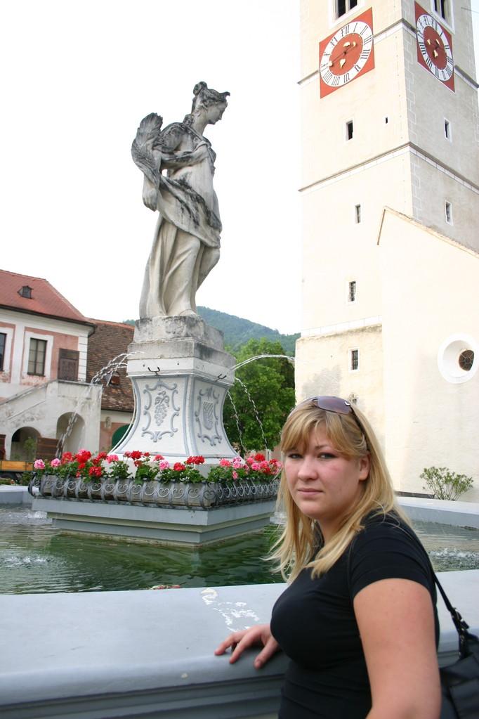 Bei Trinkfesten ist der Brunnenrand des Spitzer Brunnens am Markplatz eine Theke.