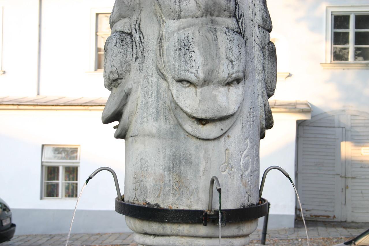Auf den Hohen Markt  wurde der Herkules-Brunnen gestellt, welcher...