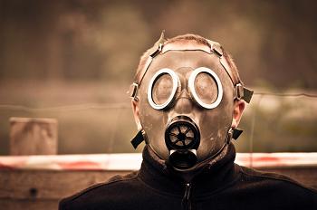 (薬品や、ガスなど空気の悪さが発症させる)