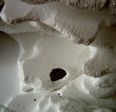 da die Wetbox im Boden eingearbeitet ist und der deckel darüber gestülpt wird, kann auch nichts verrücken.