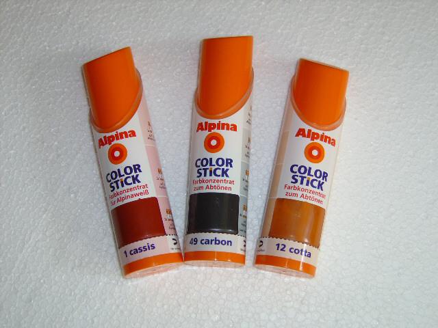 Wenn keine Versiegelung der Rückwand erfolgen soll, verwendet man am besten Lösungsmittel freie Farbe (Abtönpaste)