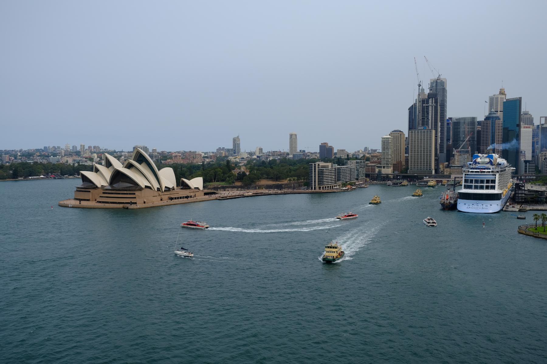 Blick von der Harbourbridge auf Circular Quay