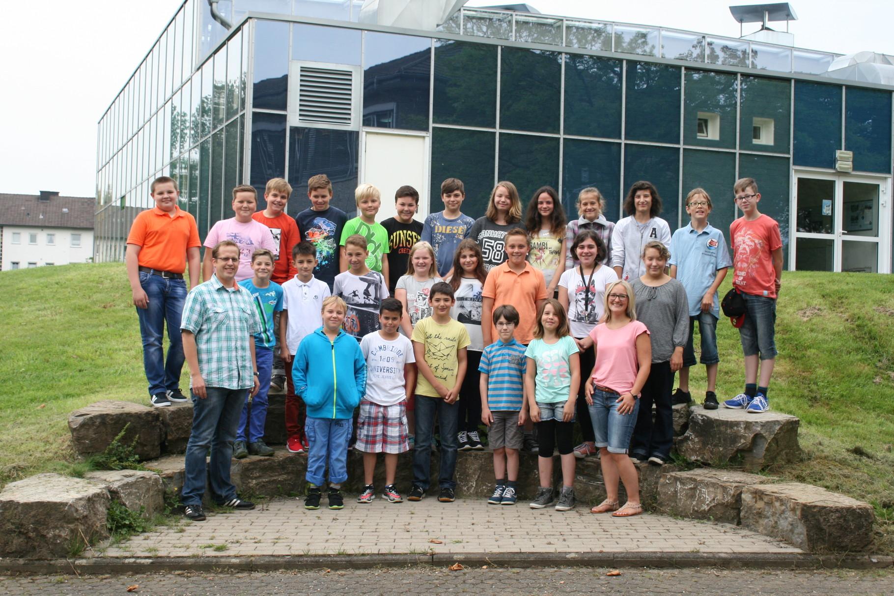 Klasse 6b. Klassenlehrer: Frau Busch und Herr Womelsdorf