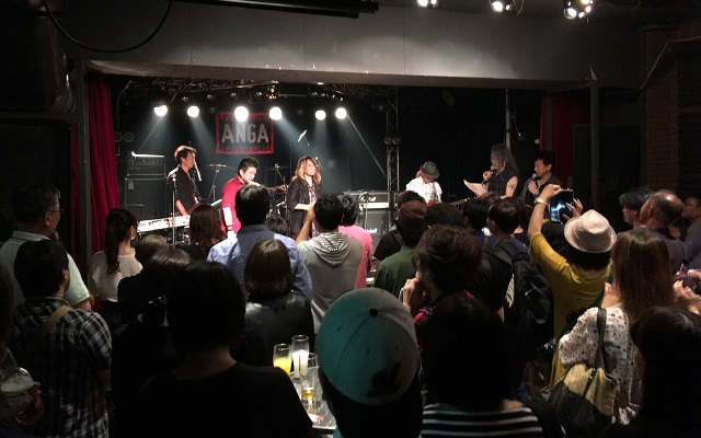 千葉県ANGAでアースシェイカーのマーシーさんがステージに立つ瞬間