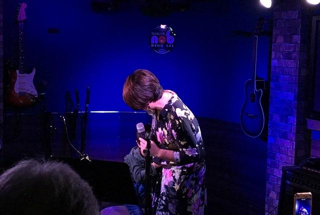 akkoさんが渋谷nobでアカペラのワンマンライブをしている時に子供が乱入した場面