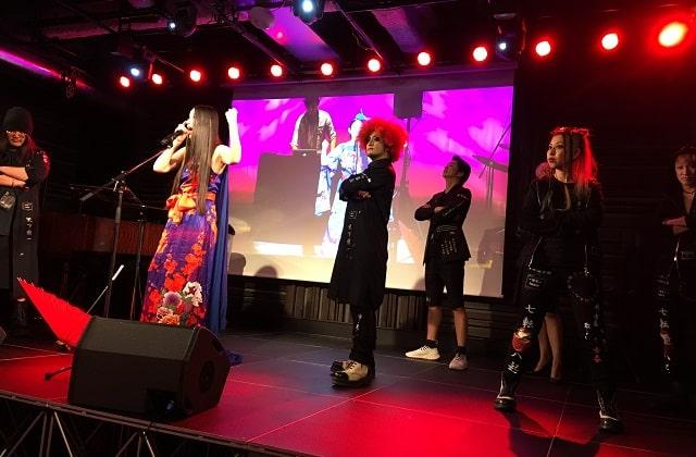 天王洲アイル「KIWA」にて開催された美欧の音楽ライブと特攻服ファッションショーのコラボステージ