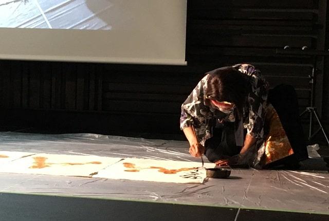 天王洲アイル「KIWA」にて開催されたMIOUの音楽ライブと特攻服ファッションショーのコラボステージ