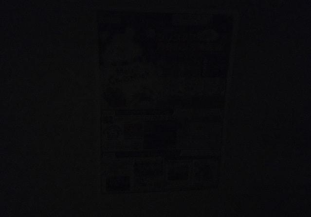 部屋の照明を落とした撮影