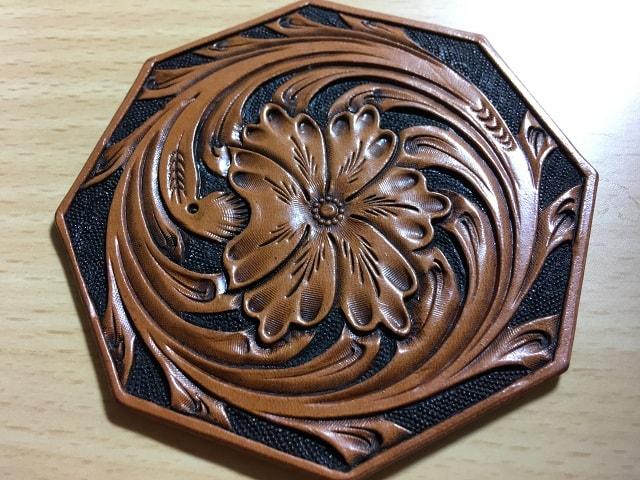 手作り革製品コースターの画像