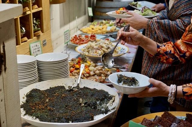 オーガニック料理が並んでいる写真
