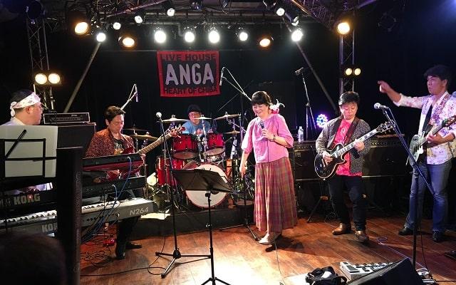 千葉県ANGAでライブをしているローズマリー