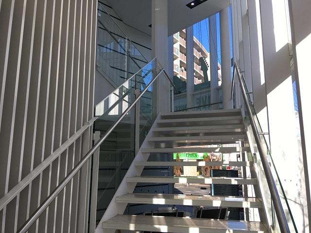 ライブハウス「MT Milly's」へと続く2階への階段