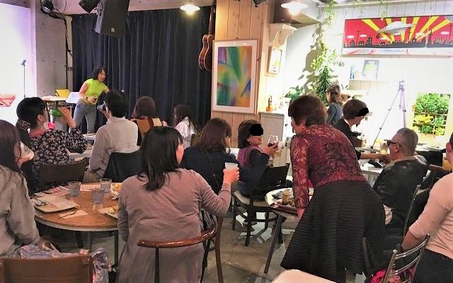下北沢のコムカフェ音倉で開催された音楽イベント会場内の様子