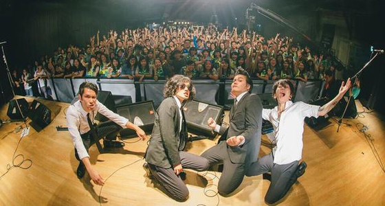 THE JIVESが台湾で開催されたROCK IN TAICHUNG 2015に出演した時の集合写真