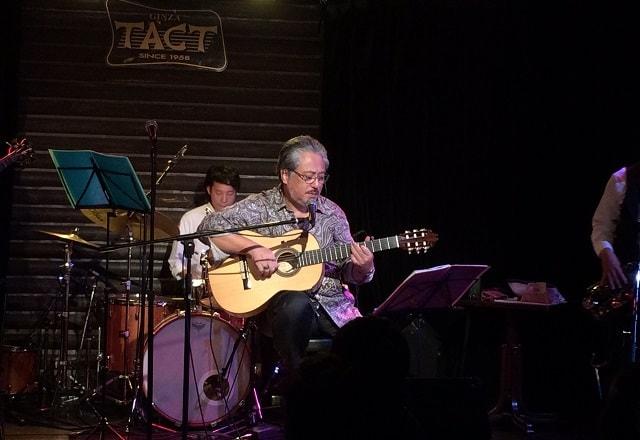 銀座タクトで40年振りのライブをしている小竹さん