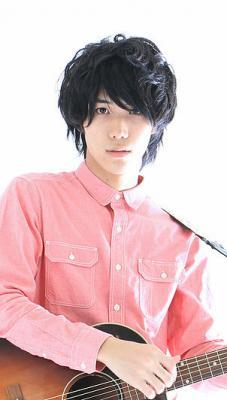 佐分翔がギターを持ったプロフィール写真