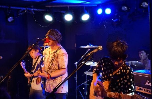 2019年7月新宿FNVにて開催された若手バンドの音楽ライブ