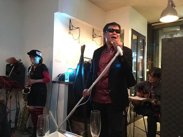 渋谷ナヴァーにて開催されたディナーショーの様子